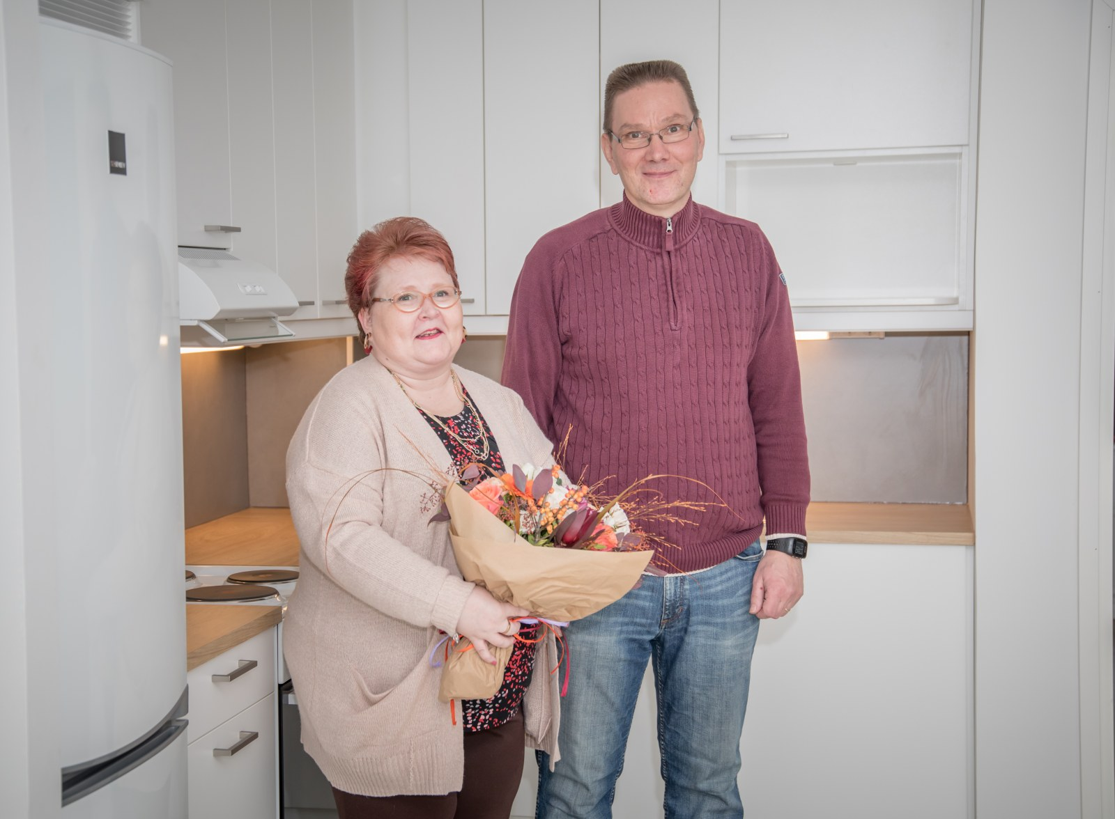 Kotkan Asuntojen asukkaat Leena ja Marko kotonaan Loitsutiellä